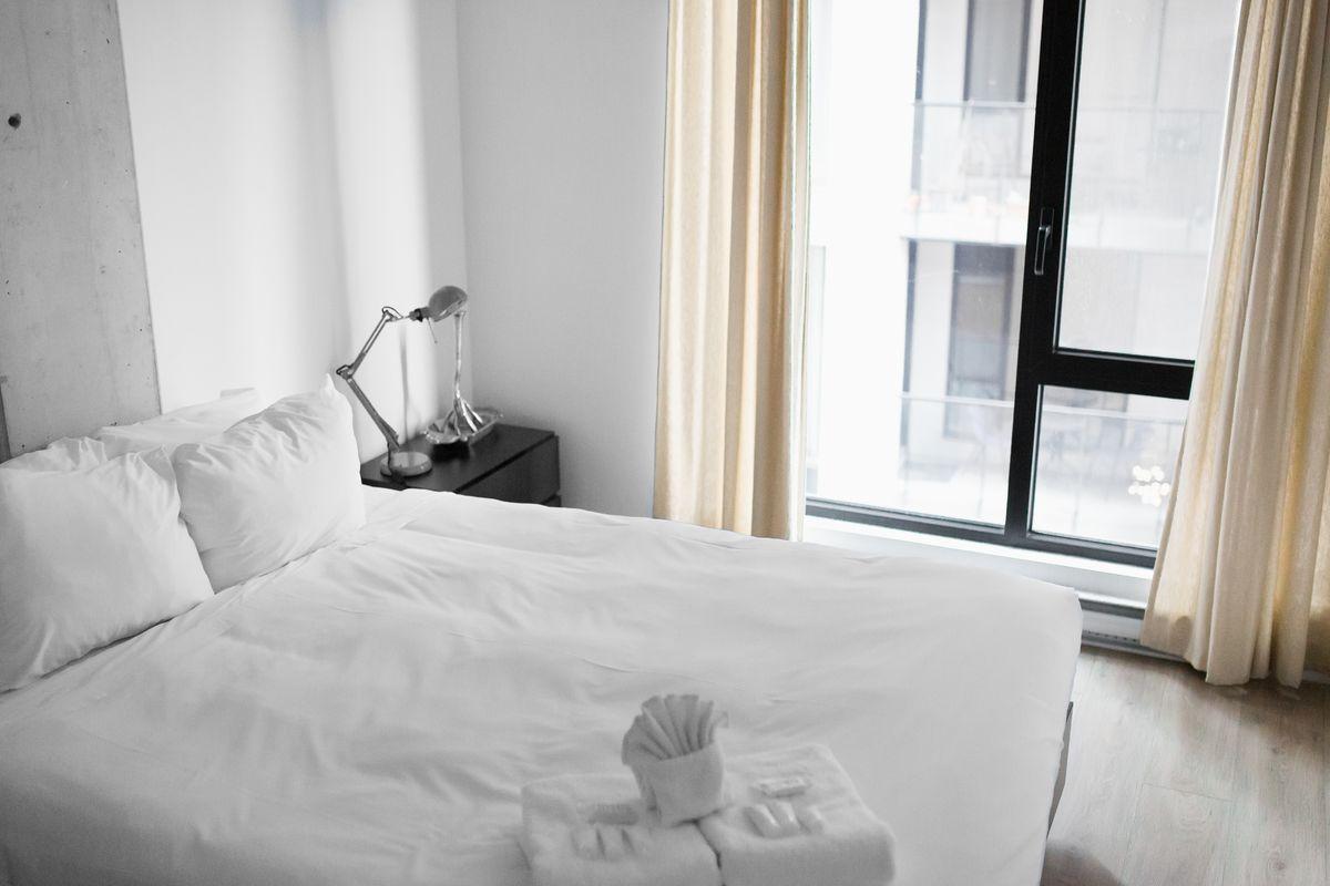 Des conseils pour entretenir votre linge de maison, notamment le linge de lit. Lavage, séchage et repassage ainsi que les conseils pour enlever les tâches sur les draps.