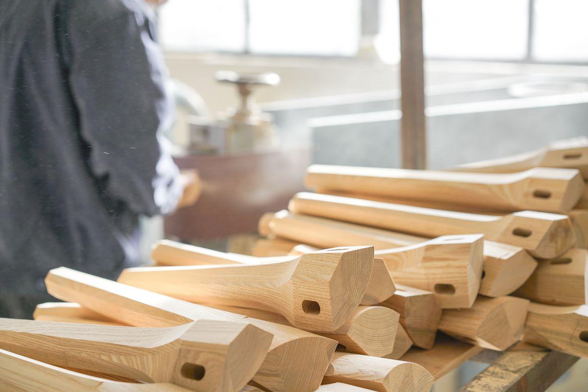 Le design, l'épaisseur, le poids à supporter, autant de critères importants pour choisir ses pieds de table. Explications.